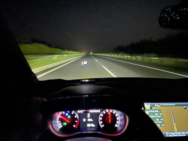 Fadil đang sử dụng Cruise Control trên cao tốc