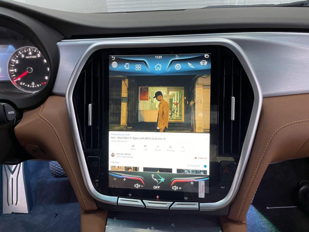 Giao diện xem Youtube trên màn hình Bravigo Lux V2