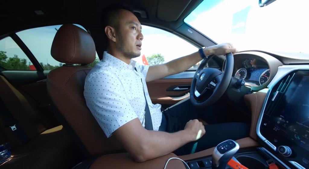 Cách lái xe Vinfast số tự động đúng cách và an toàn