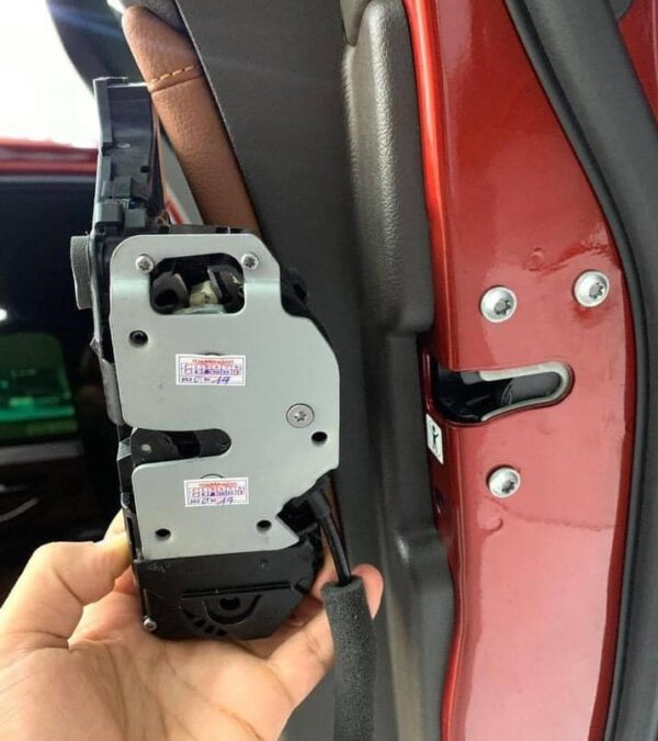 Độ cửa hít giá tốt cho xe Vinfast   Cửa hít Master Door