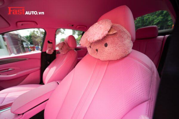 Vinfast Lux A độ ghế da hồng cá tính