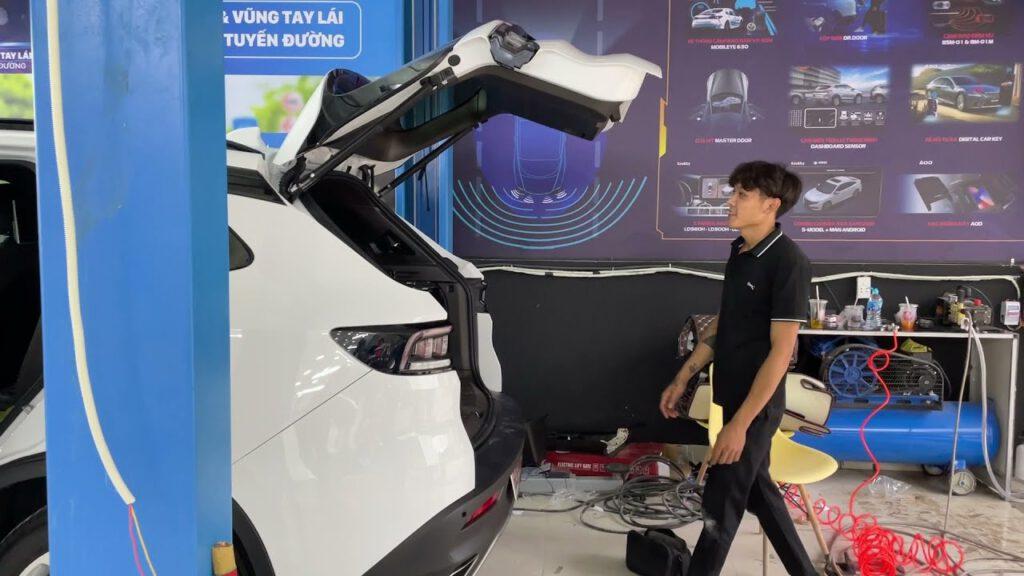 Độ cốp điện xe Vinfast Lux SA 2.0