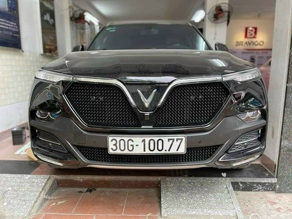 Mặt Galang xe Vinfast độ mẫu Lưới V8 President