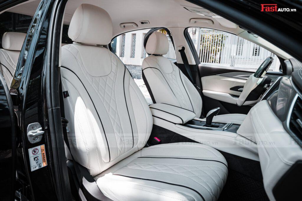 Độ nội thất Maybach cho xe Vinfast Lux A, Lux SA kiểu Maybach trắng viền bún đen nổi bật